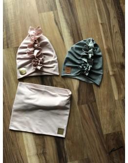 Set hat and scarves